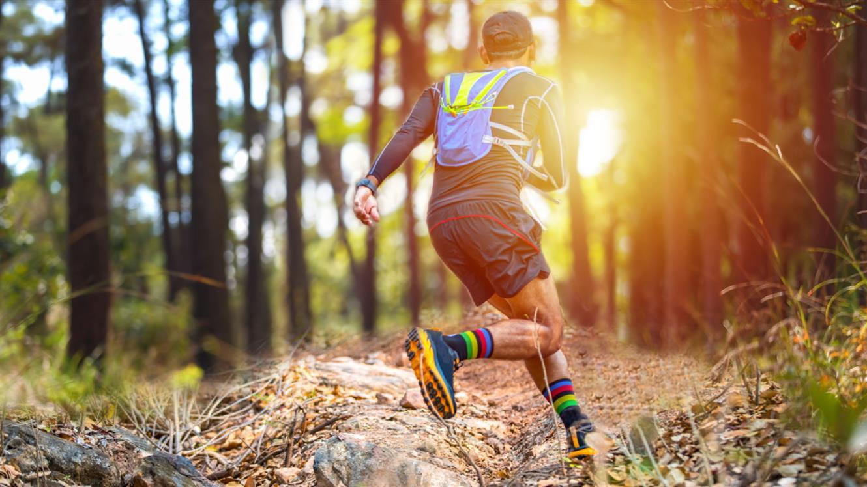 Gremo na tek po brezpotjih: TOP 5 tekaških copatov za vso družino