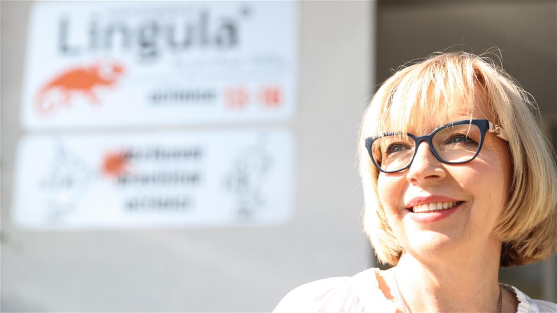 Intervju: Klavdija Kosmač Toplišek – Otroka obkrožimo s tujim jezikom