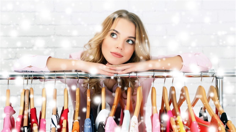 Kaj kupiti na razprodajah – insajderski vodnik za pametne modne nakupe
