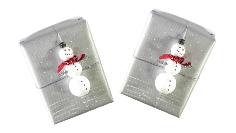 Podarite darilo na darilu – DIY snežak