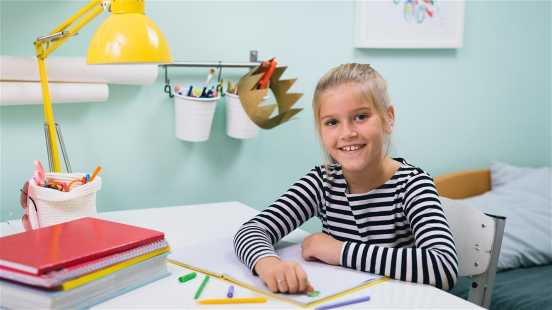 Gremo v šolo: Kako opremiti domači učni kotiček?