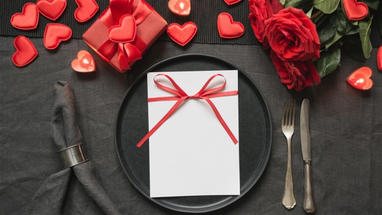 Valentinovo za domačo mizo (skoraj) brez kuhanja