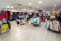 2425-Anita-moski-in-zenski-boutique-(2)