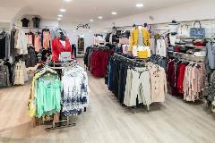 2425-Anita-moski-in-zenski-boutique-(4)
