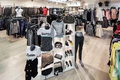 2425-Anita-moski-in-zenski-boutique-(6)