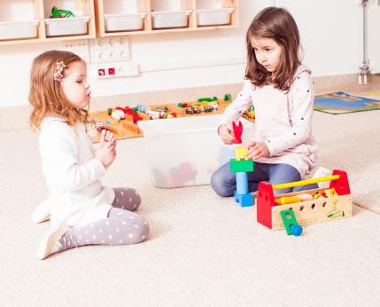 Otroška oprema in igrače