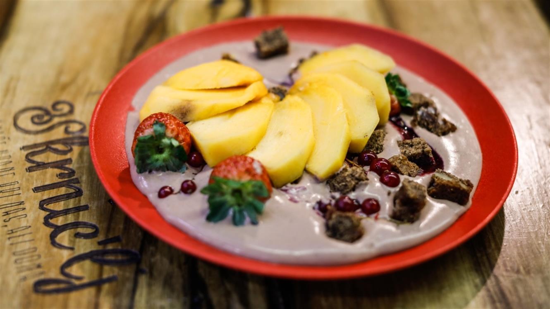 Čokoladni mousse s sadjem